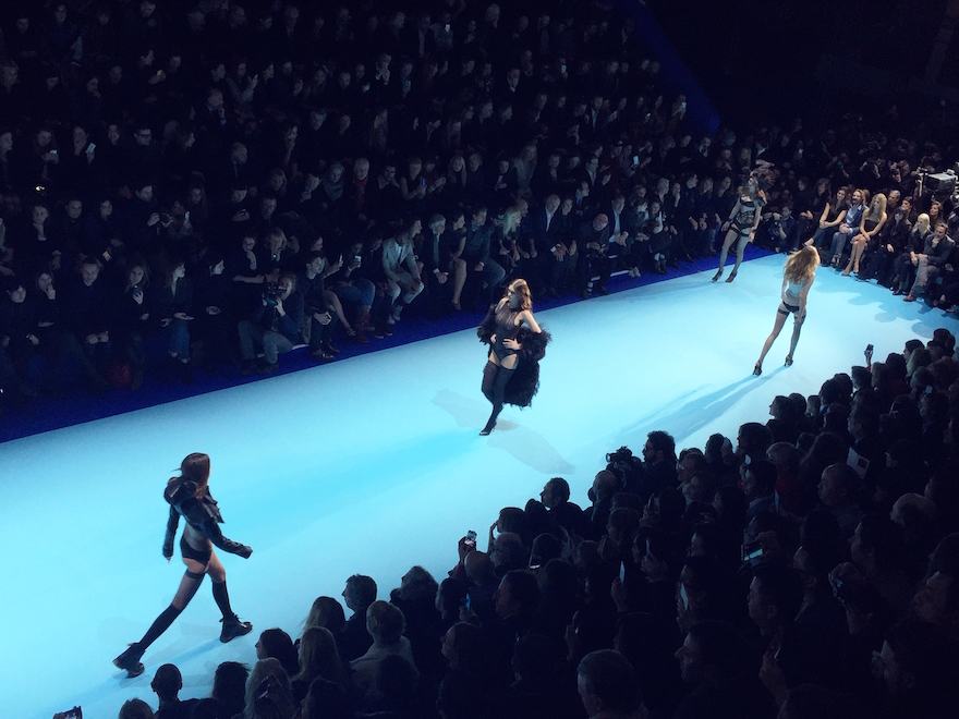Pfw etam live show 2015 at molitor lazy kat for Pool fashion show