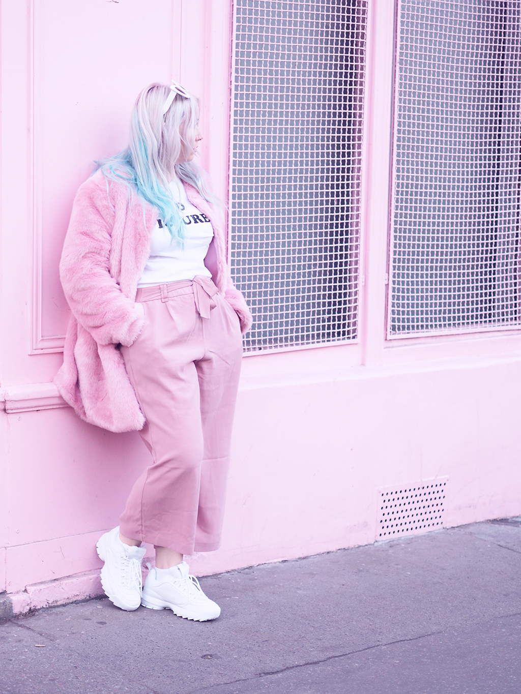 fila disruptor 2 pink. coat primark, t-shirt eleven paris, culottes new look, bag sincerely sweet, sunglasses zerouv and sneakers fila disruptor 2. 2 pink e