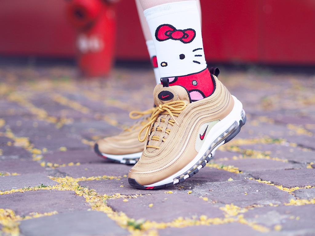 Sanrio hello kitty stance nike