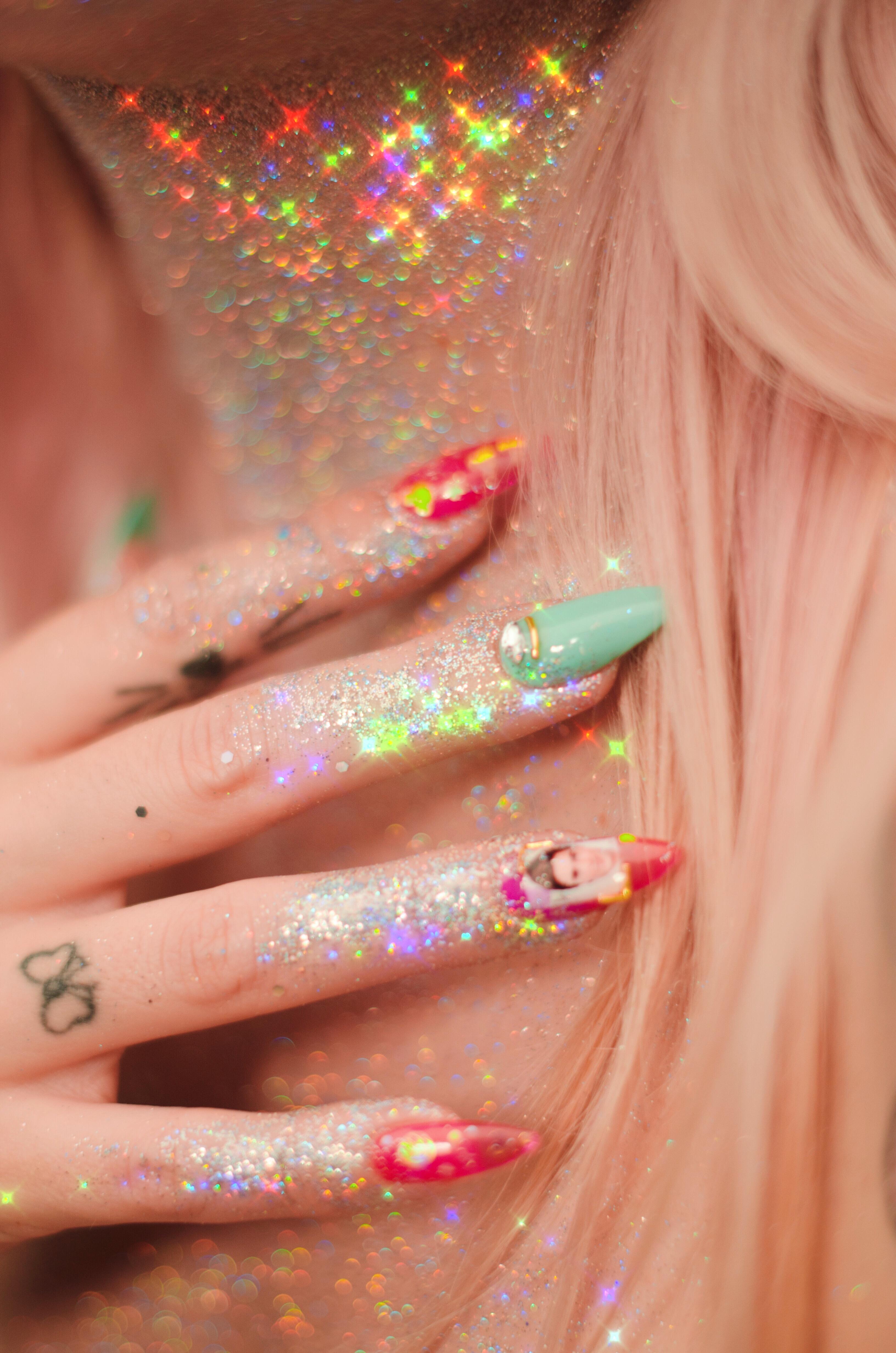glitter nails lili creuk zac efron